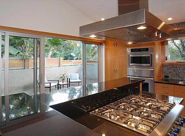 Celebrity kitchens apartments i like blog for Ashton house
