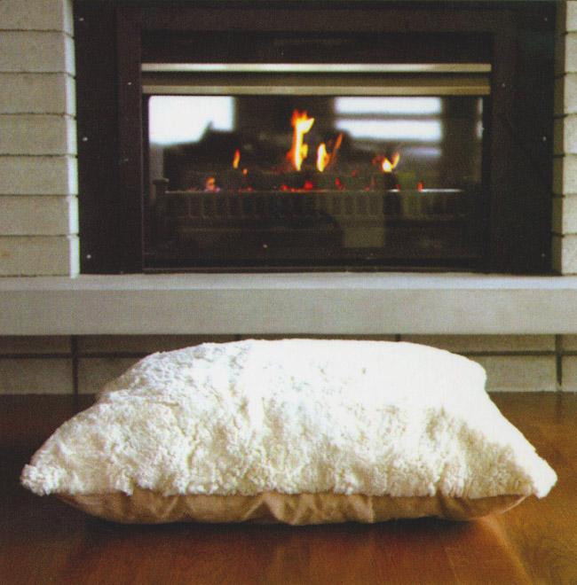 decorative floor pillows   Apartments i Like blog