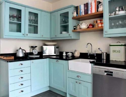 Aqua ? turquoise kitchen pale, fresh, comfy