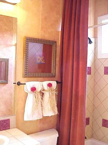 Color inspiration orange and pink apartments i like blog for Pink and orange bathroom ideas