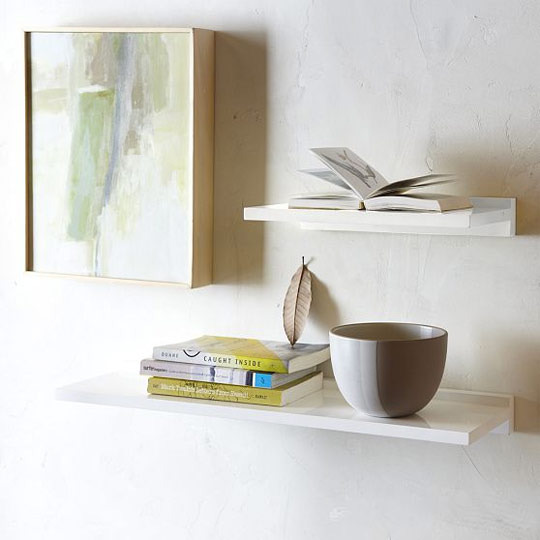 Floating Desk Shelves http://apartmentsilike.wordpress.com/2011/08/17/floating-shelves/