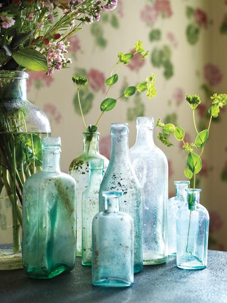 Chic decor with vintage bottles apartments i like blog - How to decorate old bottles ...