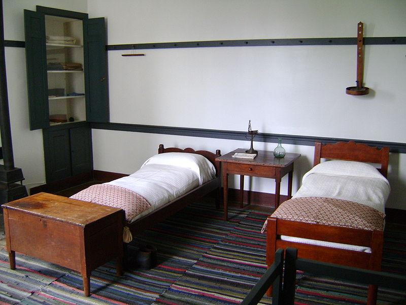shaker bedroom wikipedia commons photo