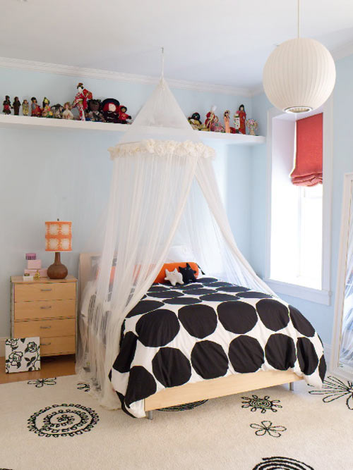 The transition from pre-teen to teen decor can be accomplished with a few ...