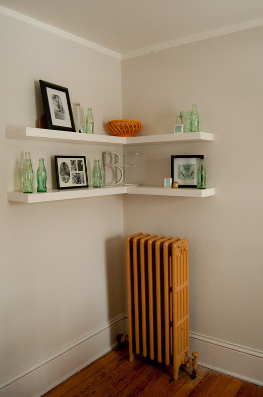 Floating shelves revisited apartments i like blog Corner shelf ideas