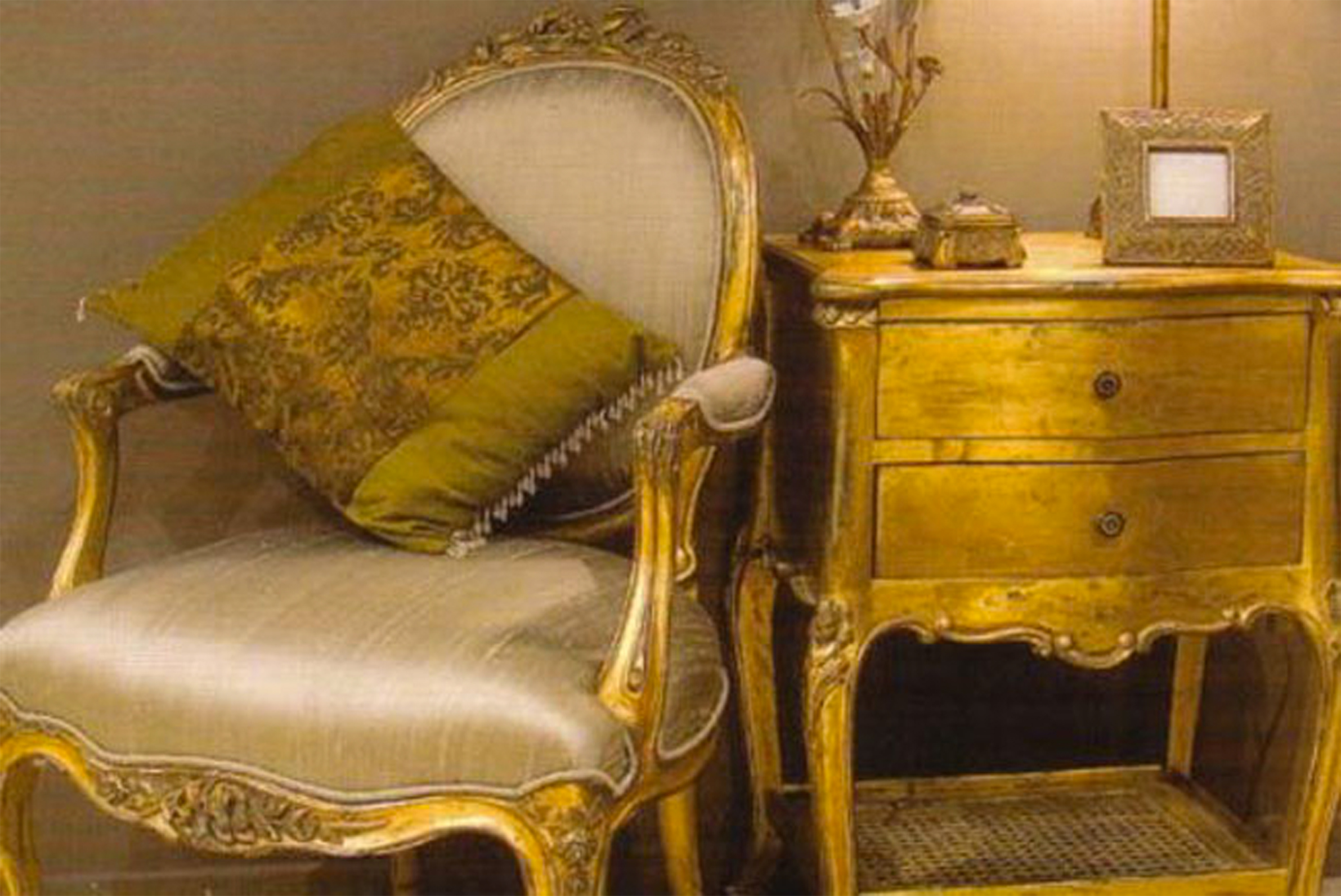 Gilded gold furniture apartments i like blog for Furniture in french