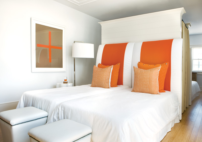 Orange and white decor apartments i like blog for White and orange bedroom designs
