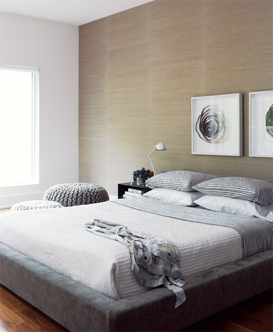 Beige and gray bedrooms apartments i like blog for Grey wallpaper bedroom