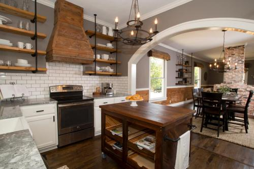 rustic farm kitchen via.hgtvcom
